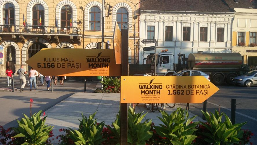 walking-month-signage-eroilor-boulevard